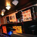 Klub muzyczny podświetlany bar
