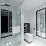 Pokoj hotelowy, łazienka bialo-czarna