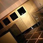 Rezydencja - czarne szkło, złote fronty