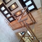 Rezydencja - doświetlona klatka schodowa, tynk
